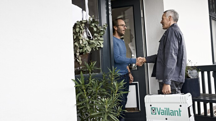 //www.vaillant.se/media-master/global-media/vaillant/communication-portfolio/new-cd-vaillant-b2b/people18-3295-1223399-format-16-9@696@desktop.jpg